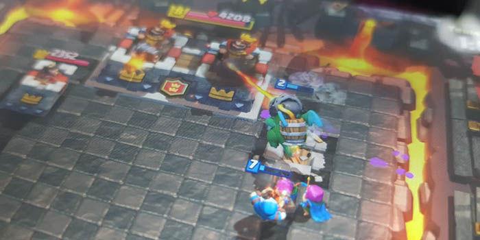 Atacar torre rey clash royale