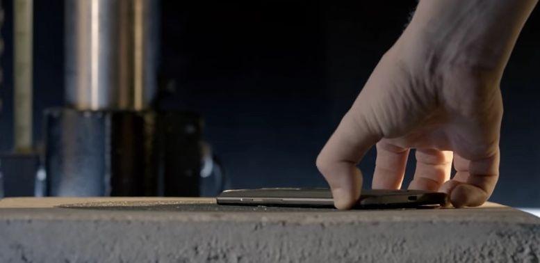 Cómo es la pantalla irrompible de Motorola