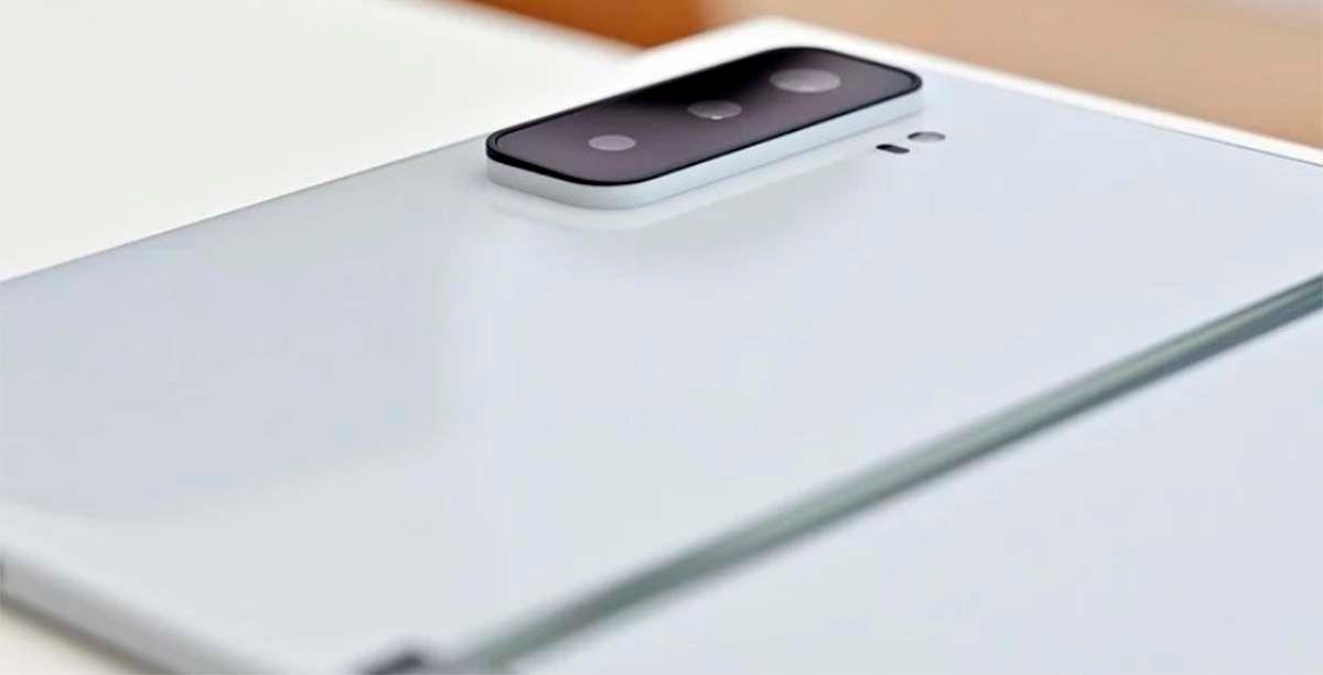 Cámara sobresale Surface Duo 2