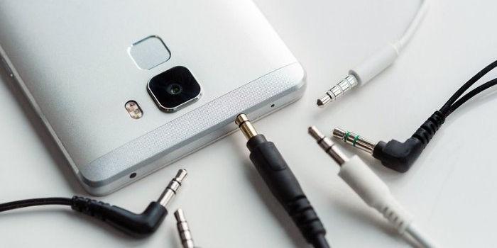Escuchar musica y cargar bateria smartphone sin jack