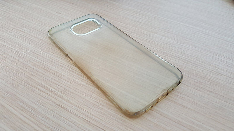 Funda transparente de silicona amarilla