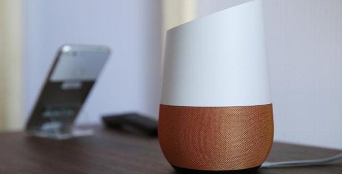 Google Home cerca de un TV