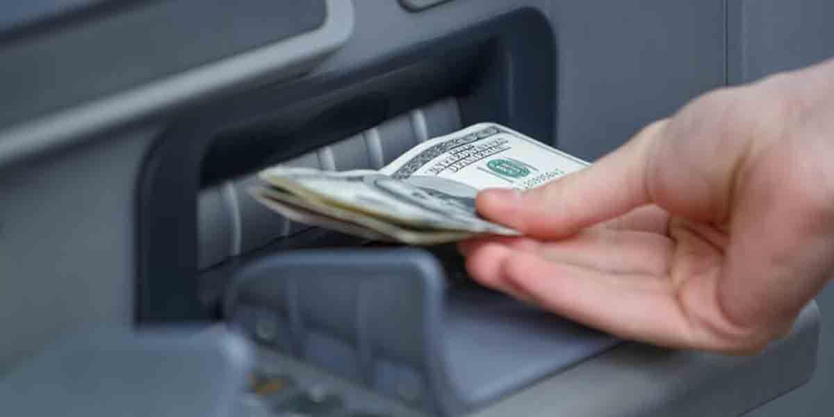 Hackers roban cajeros automáticos