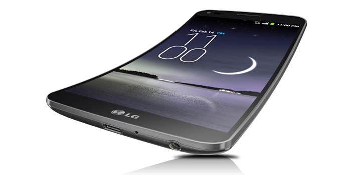 LG G Flex smartphone se dobla