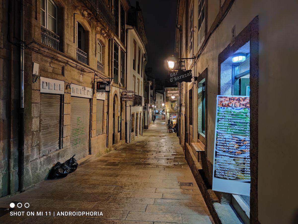 La calle de noche foto sacada con Xiaomi Mi 11