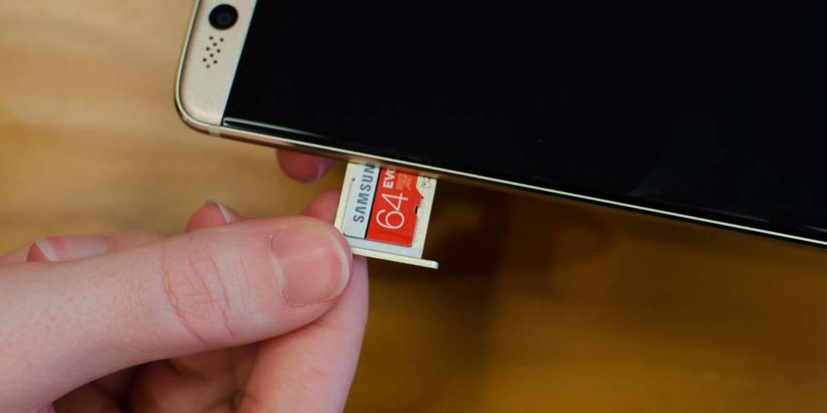 Tarjeta microSD en un teléfono Android