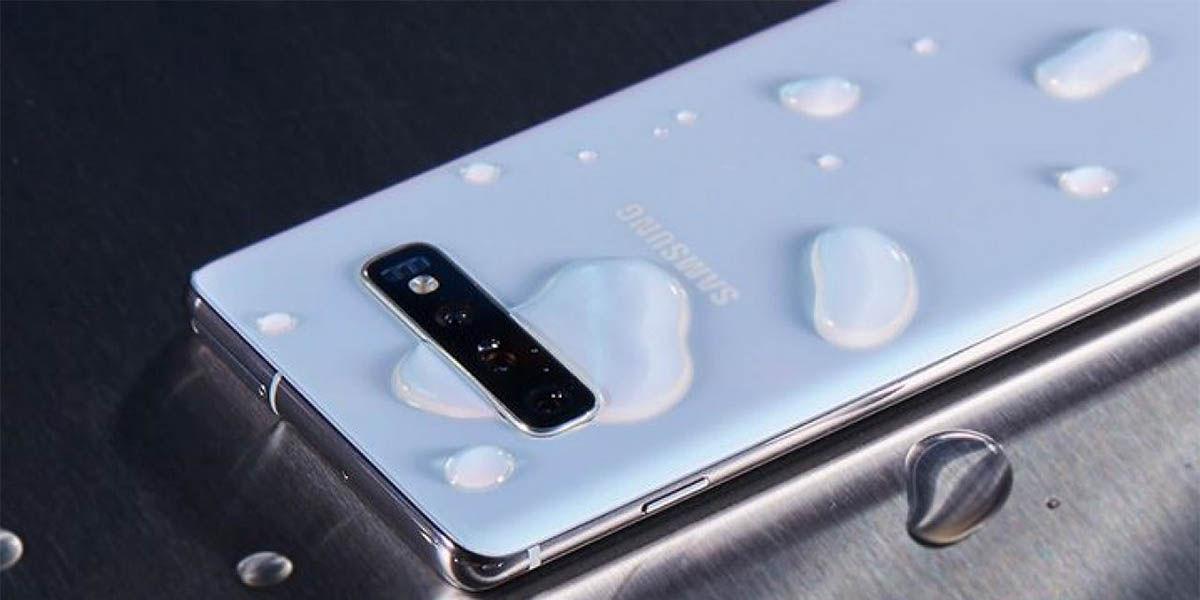 Motivos para no fiarte de la protección al agua de los móviles