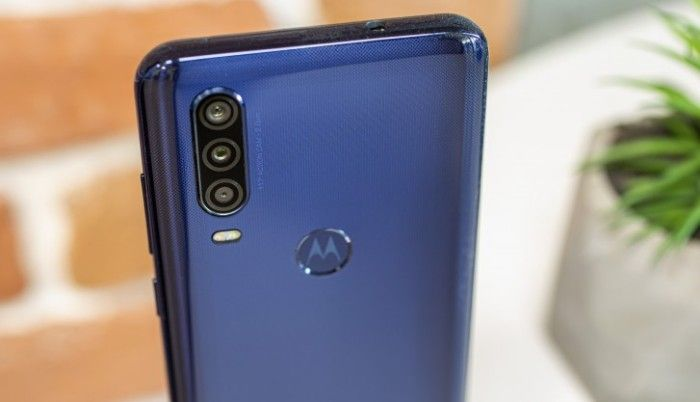 Motorola One Action gama media