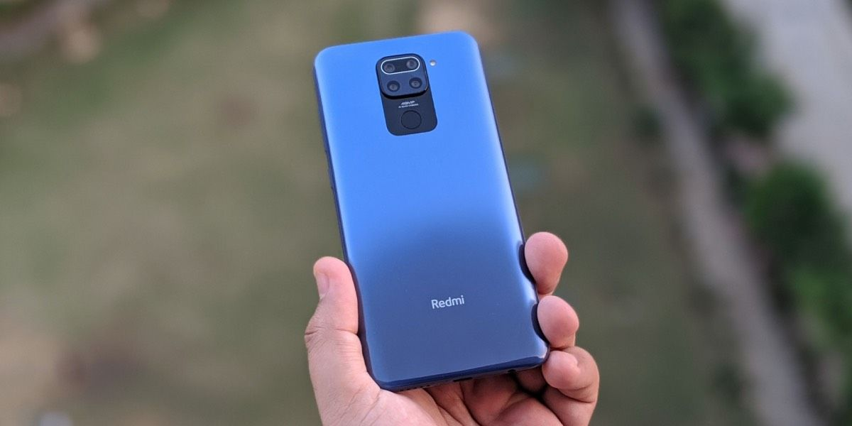 Redmi Note 9 en mano