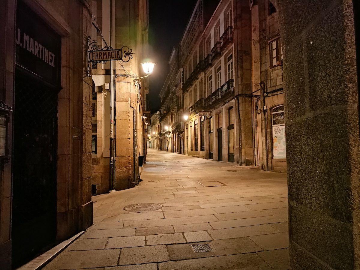 Realme 8 de noche en la calle