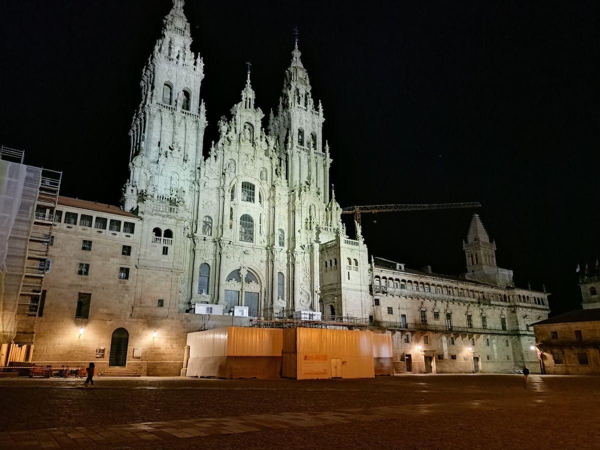 Realme 8 modo noche catedral