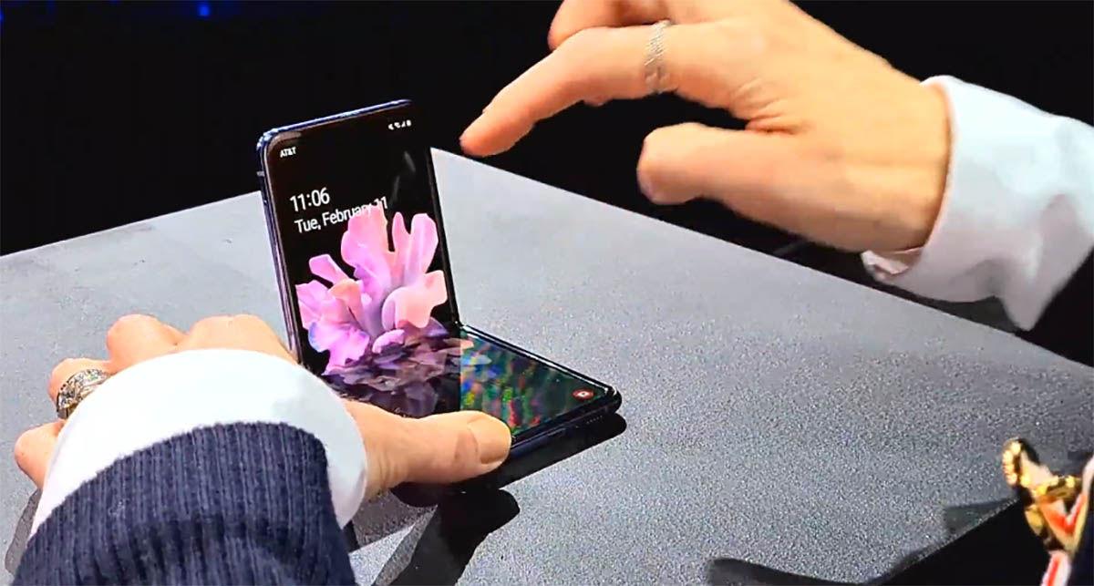 Samsung Galaxy Flip sistema plegable
