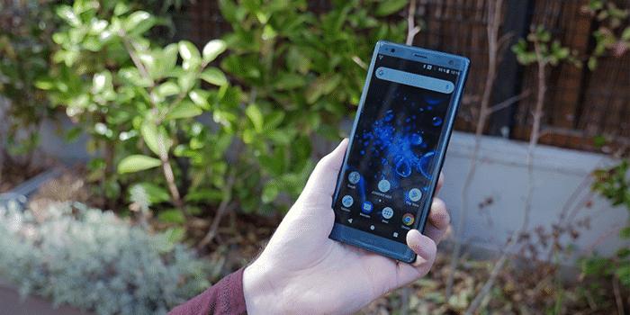 Sony Xperia XZ2 en mano