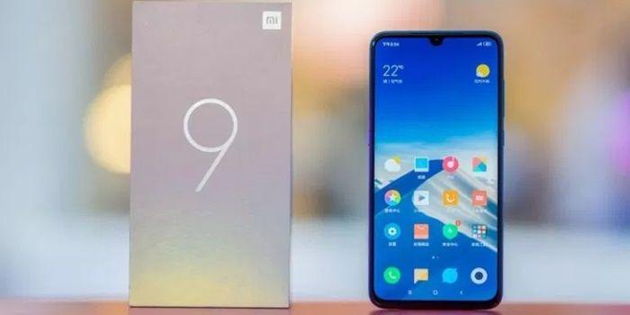 Tienda china vende Xiaomi Mi 9 con el doble de batería