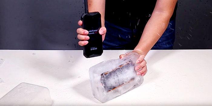 Ulefone Armor 3 en bloque de hielo