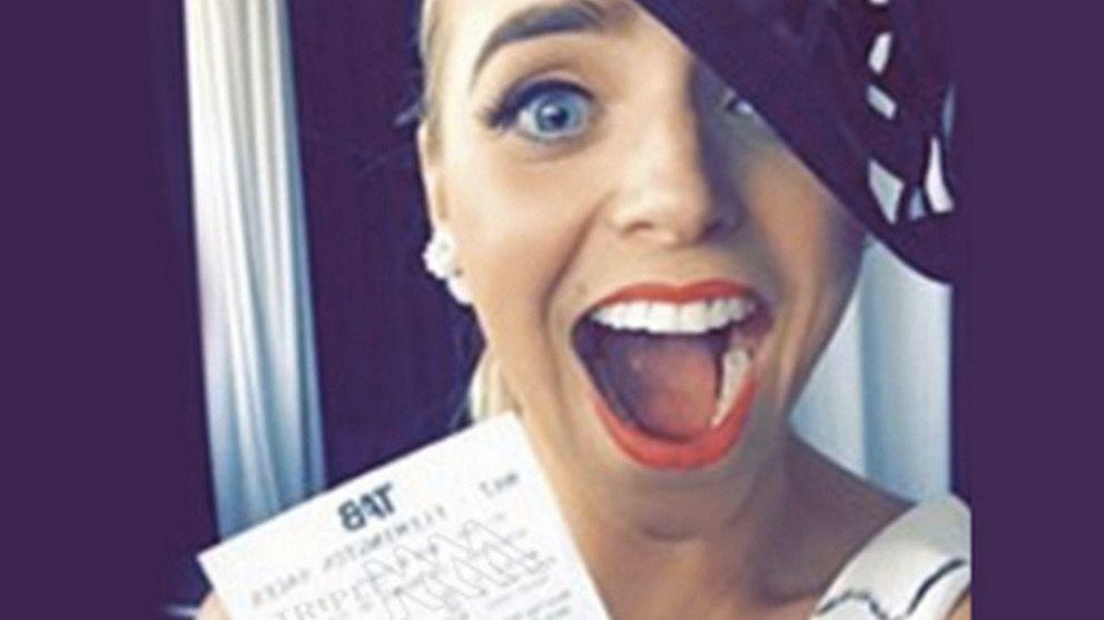 Una mujer pierde 500 euros por sacarse un selfie con el billete ganador