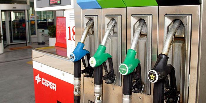 Usar movil gasolinera