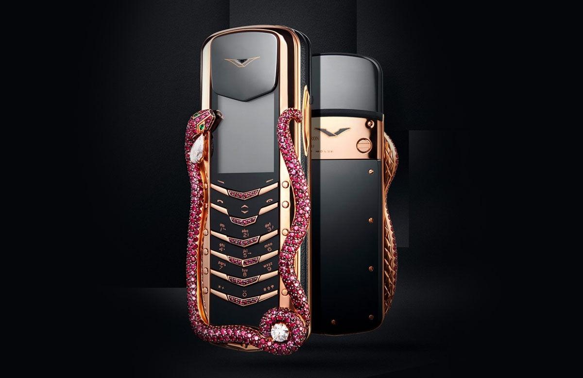 Vertu Signature Cobra, un móvil caro con una serpiente de rubíes