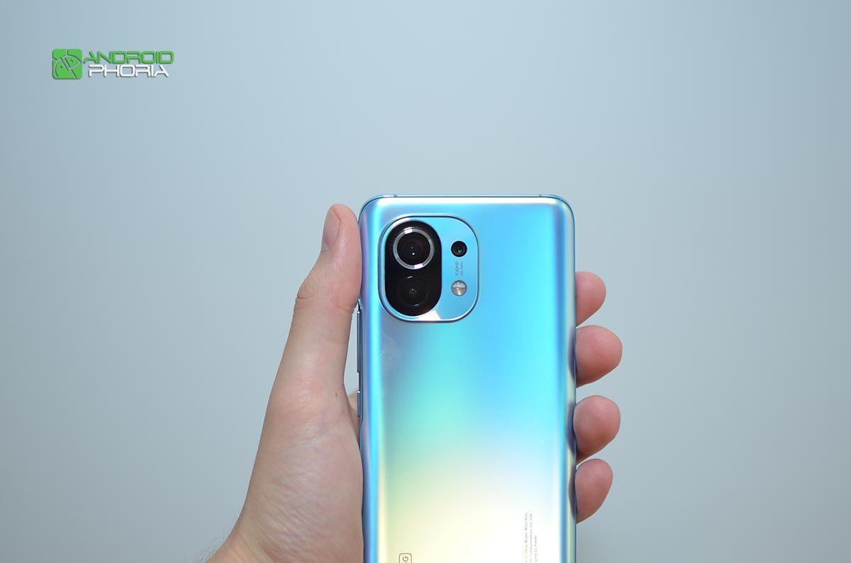 Xiaomi Mi 11 en la mano