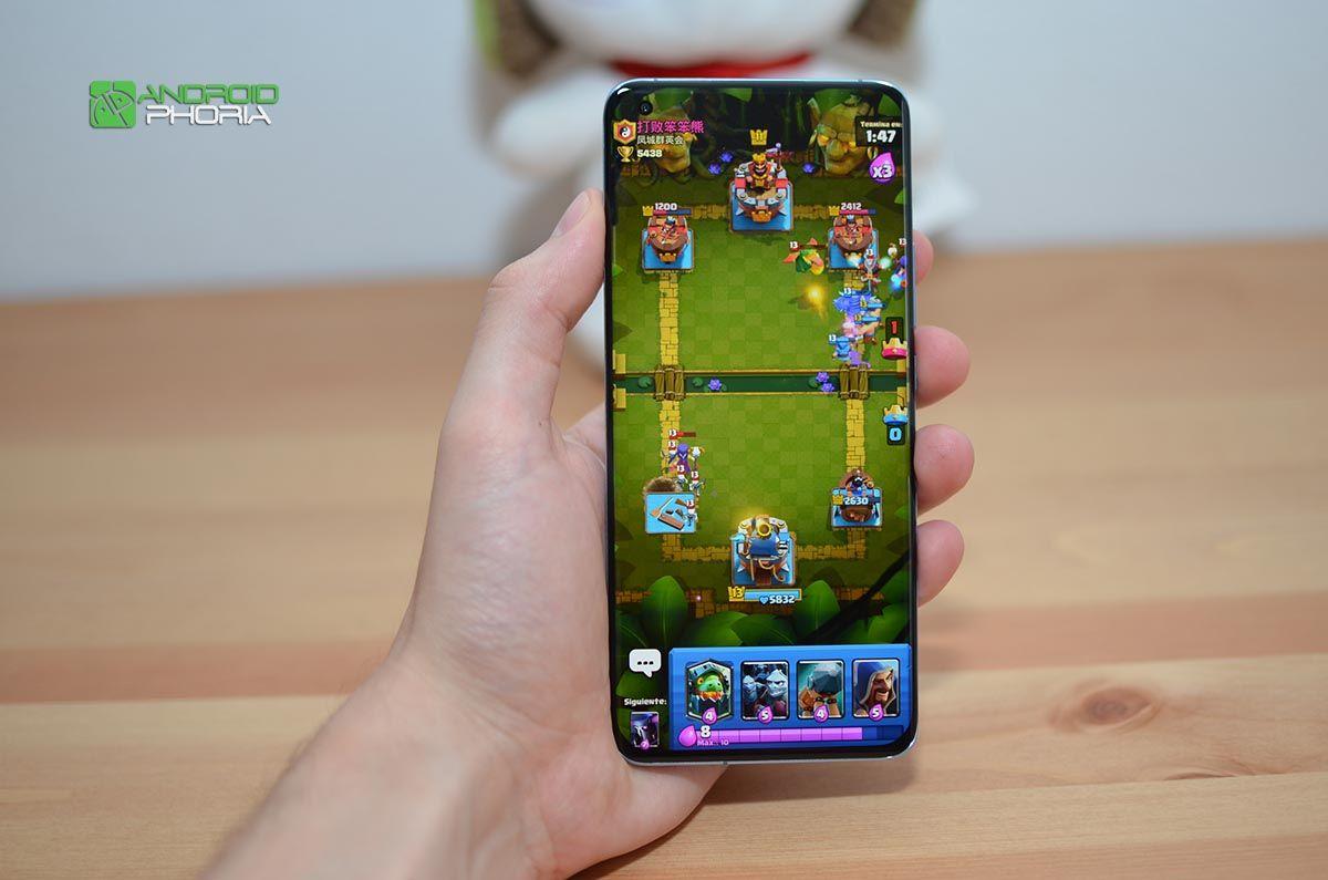 Xiaomi Mi 11 jugando