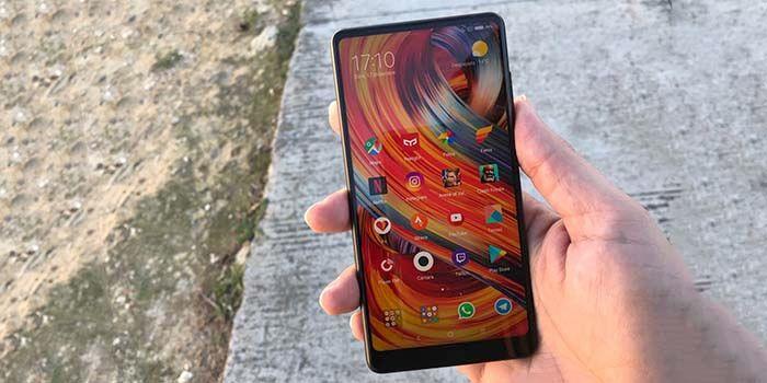 Xiaomi Mi Mix 2S en mano