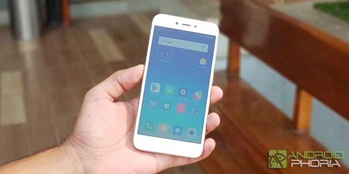 Xiaomi Redmi 5A en mano