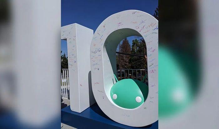 android 10 estatua