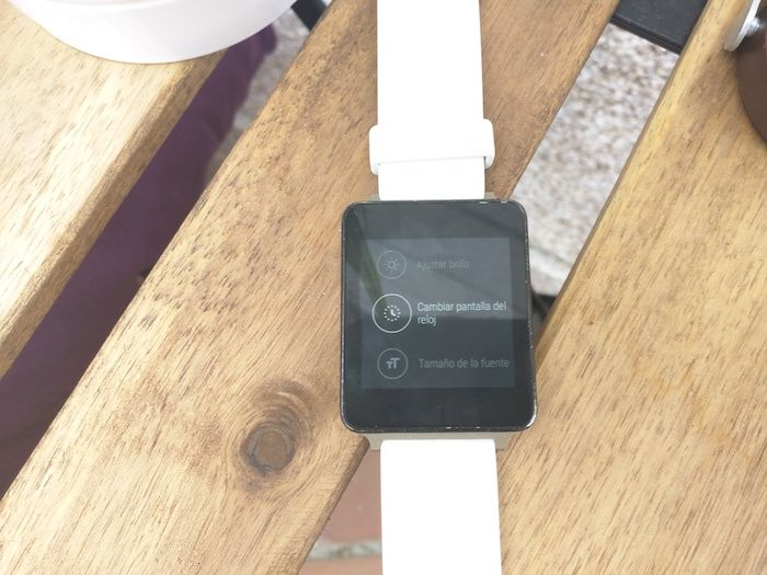 cambiar pantalla reloj android wear