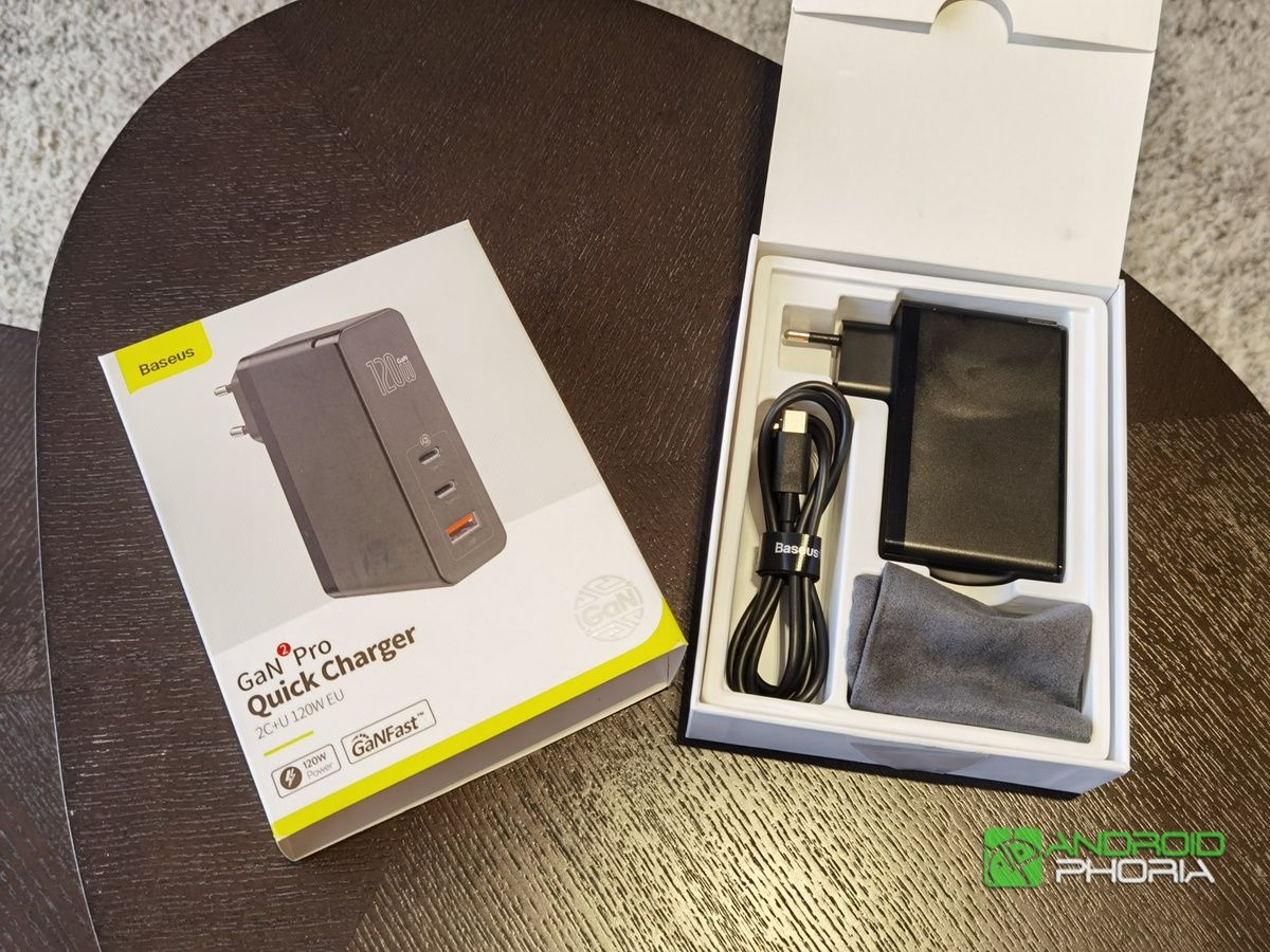 cargador Baseus 120W caja incluye cable USB-C y funda