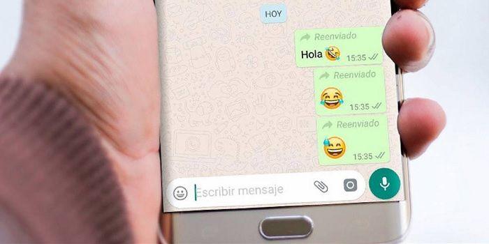 combatir mensajes reenviados whatsapp