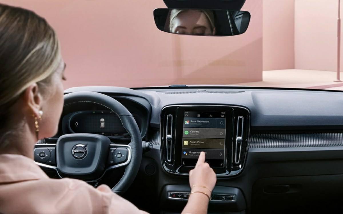 como es conducir coche con android automotive