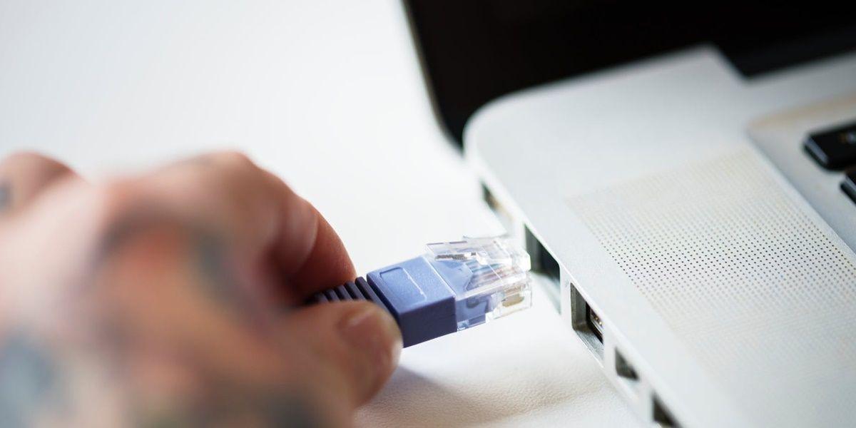 conectar pc a modem con el cable ethernet