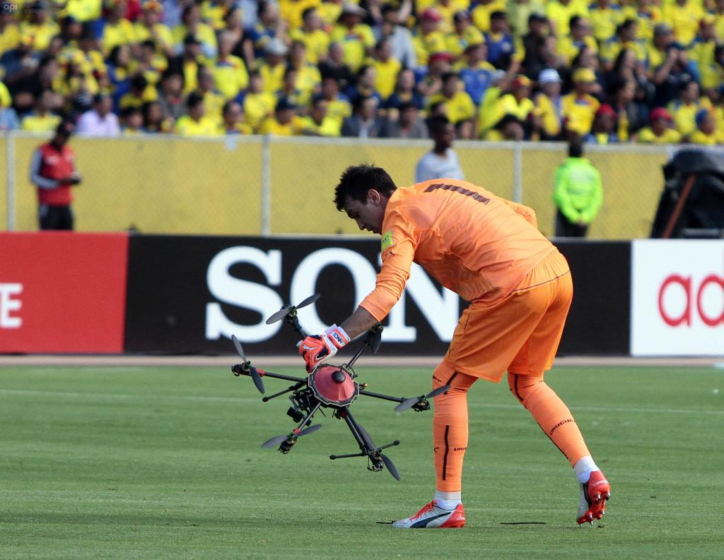 drones en los campos de fútbol causan daños
