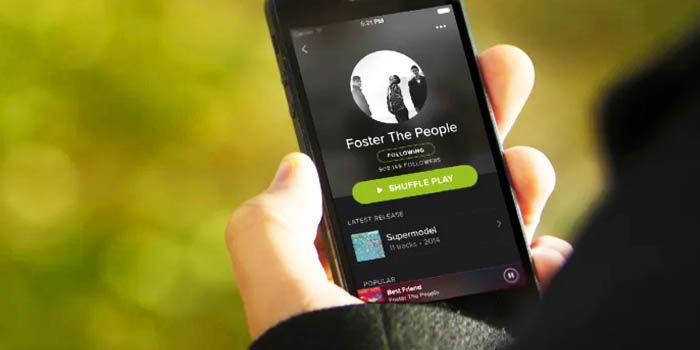 escuchar musica guardada movil spotify