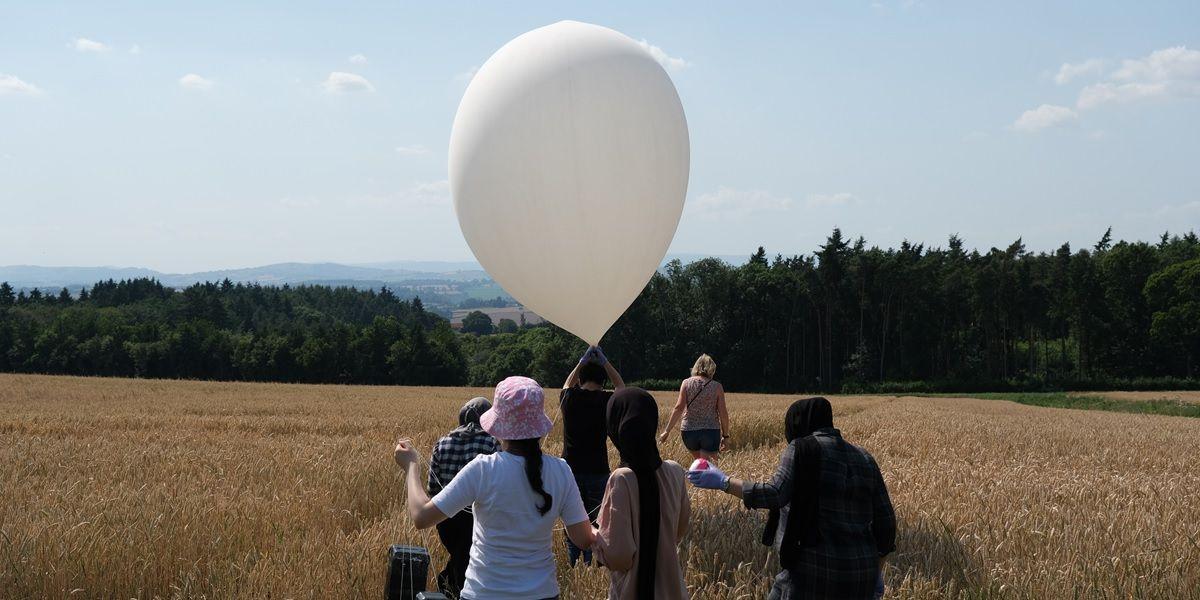 globo en el que viajo el cat s62 pro al espacio