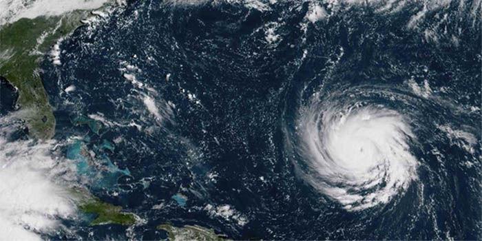 huracan en el mar