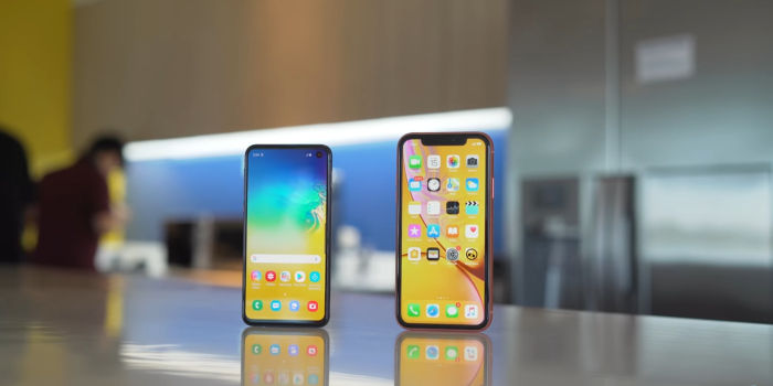iPhone XR vs Galaxy S10e