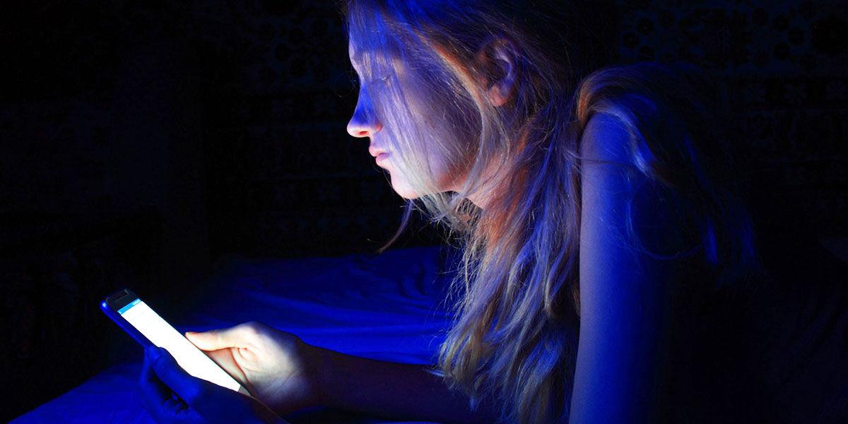 métodos para proteger tus ojos de la luz azul del móvil
