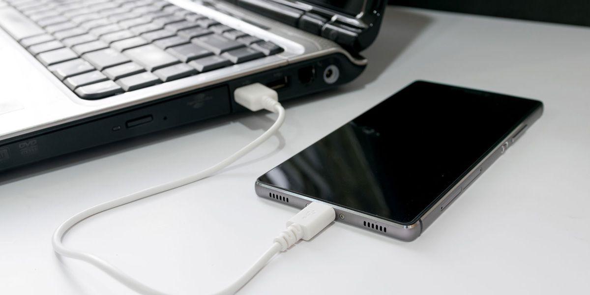 movil conectado a pc con cable usb