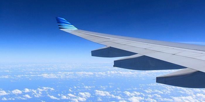 movil encendido avion