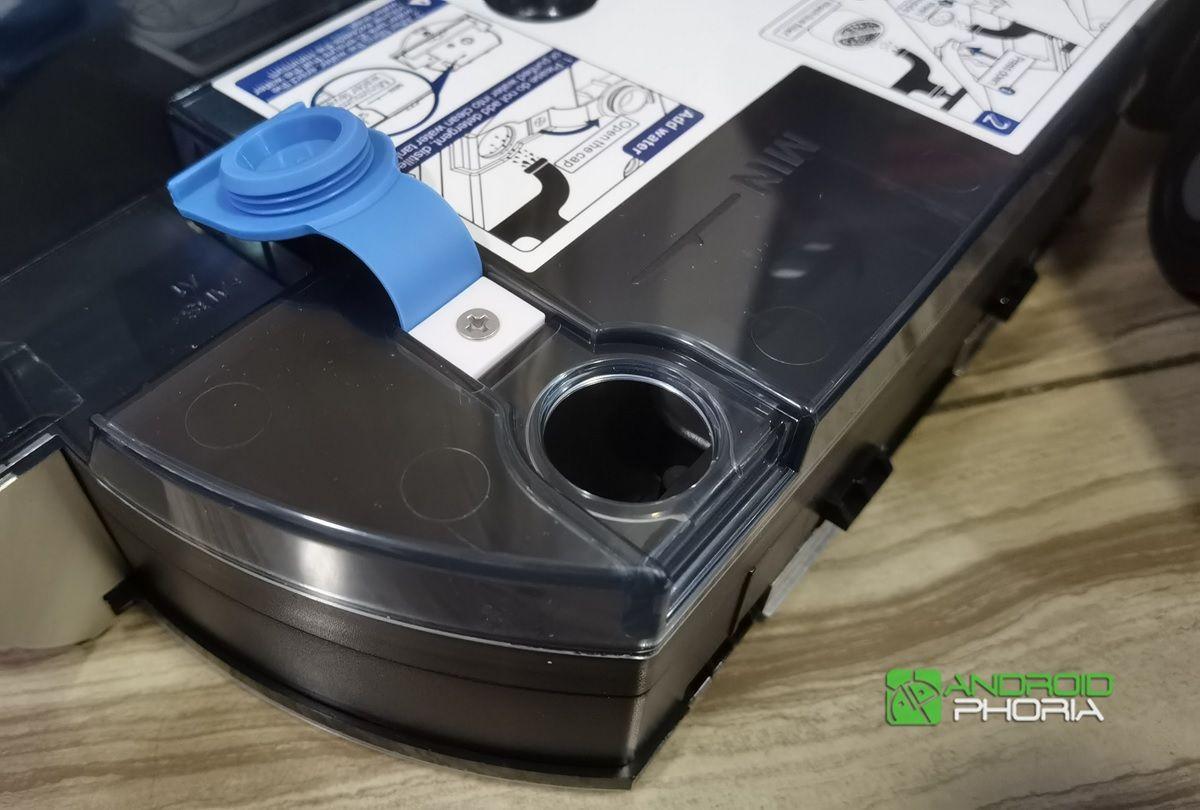 orificio para llenar el iLife shinebot W455