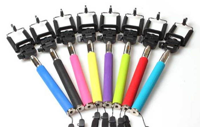 palos de selfie de colores