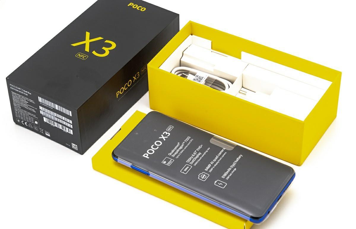 poco x3 en su caja