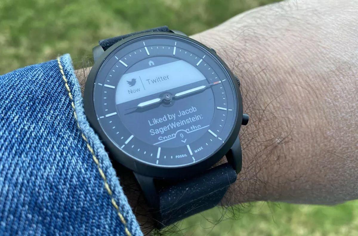 que es un smartwatch hibrido