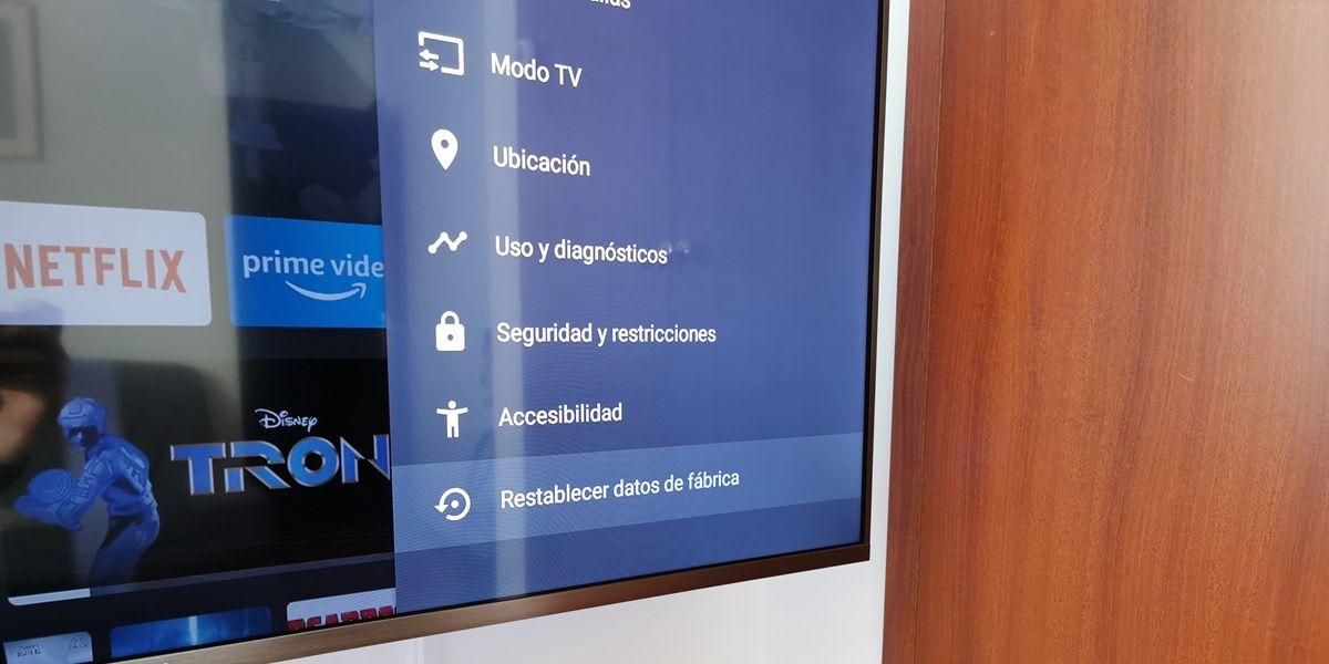 restablecer datos de fabrica android tv