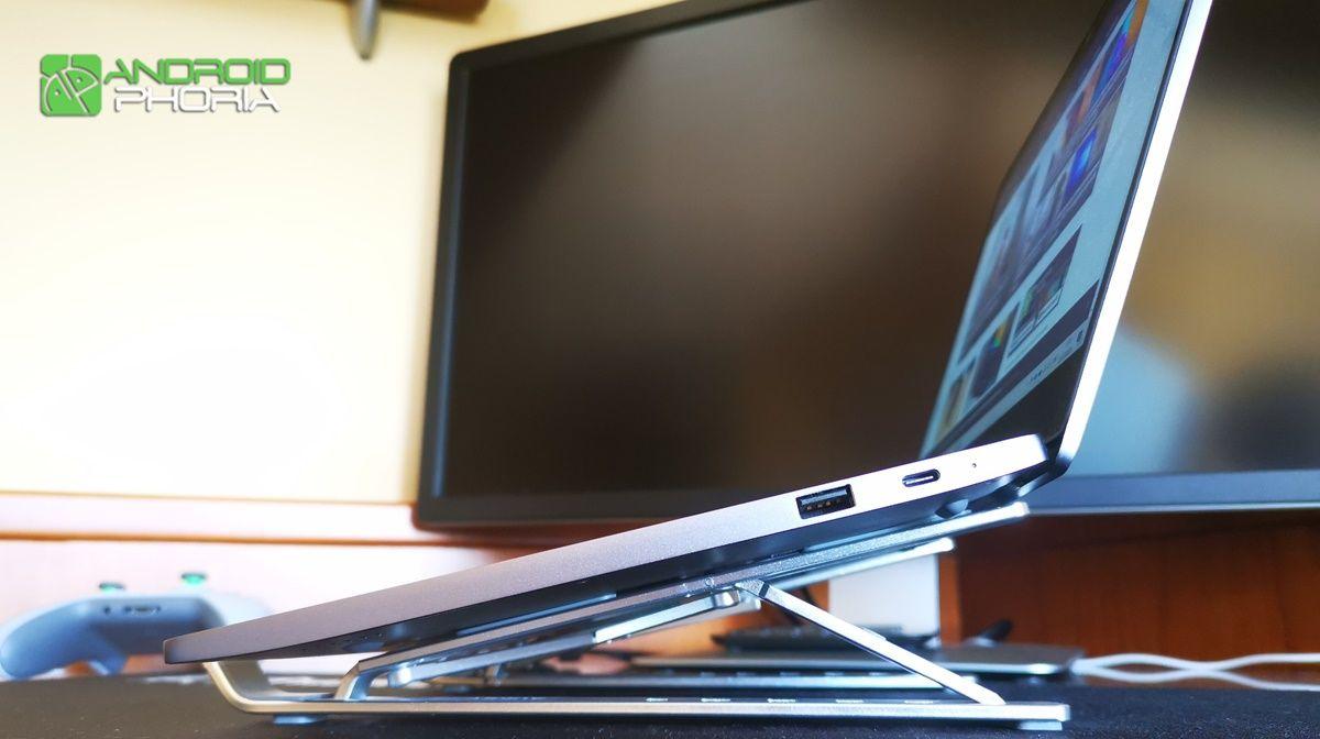 soporte AUKEY HD-LT07 sosteniendo un portatil