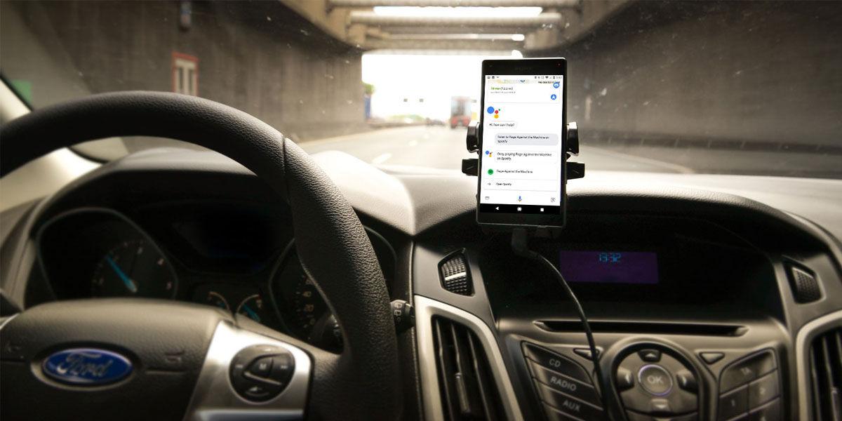 usar asistente de google al conducir