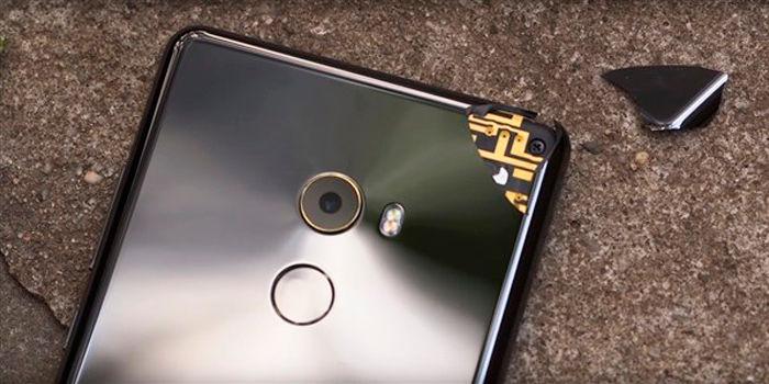 Xiaomi Mi Mix 2 roto arriba